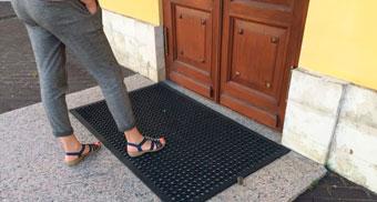 Резиновые маты для уличной части входа
