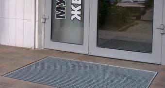 Стальная решетка для очистки обуви от грязи на уличной части входа