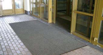Резиновые коврики для входа в бизнес центр