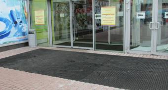Грязезащитные резиновые коврики для торгового центра