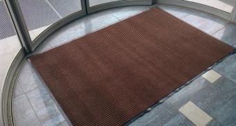Влаговпитывающий ворсовый коврик для входа в офис
