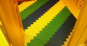 Грязезащитные модульные покрытия для школы