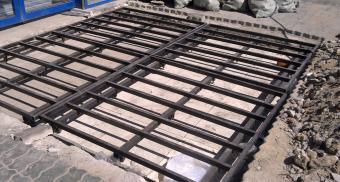 Опорная конструкция под грязезащитную решетку для универсама