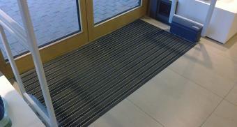 Алюминиевая решетка для грязезащиты торгового центра