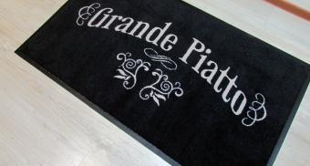 Придверный коврик с логотипом компании