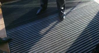 Решетка с грязезащитными вставками для тамбурной зоны